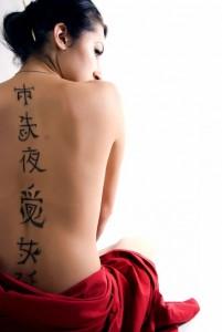 rimozione tatuaggi donna